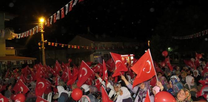 YALIHÜYÜK'TE 15 TEMMUZ DEMOKRASİ,MİLLİ BİRLİK GÜNÜ COŞKUSU YAŞANDI