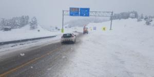 Kar yağışı devam yollar açık