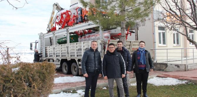 Çiftçilere çapa makinası ve rotovatör alındı