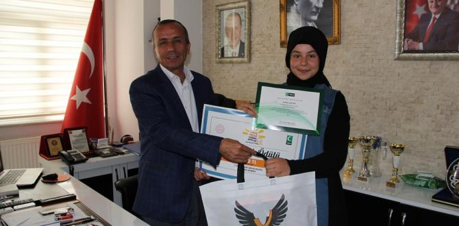 Başkan Koçer başarılı öğrencileri ödüllendirdi